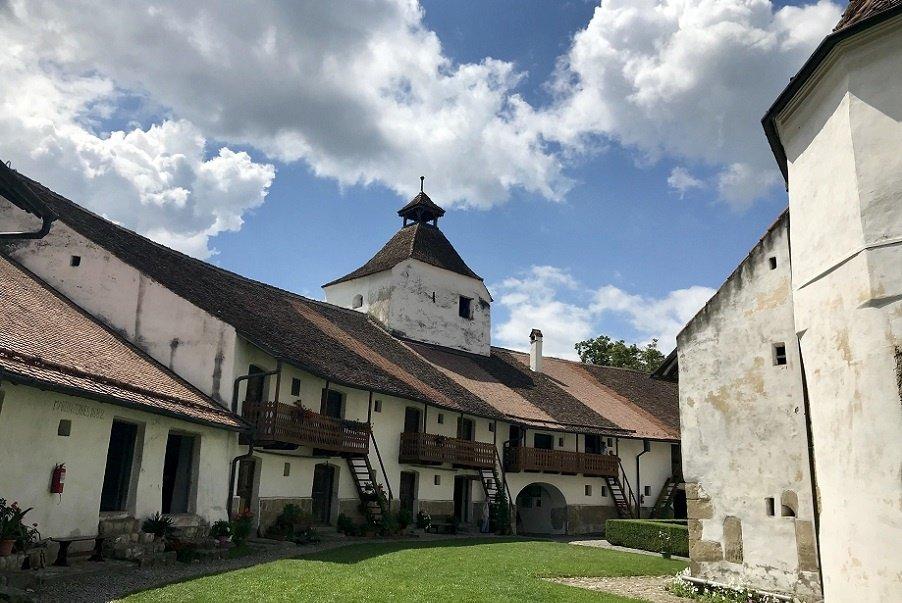 Recomandare: biserici fortificate